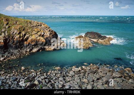 Coastal scenery, Strumble Head, Pembrokeshire, Wales, UK. View looking North showing coastal erosion - Stock Image
