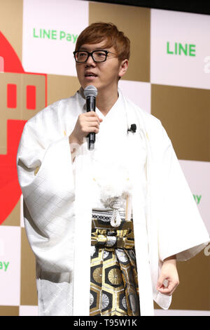 Tokyo, Japan. 16th May, 2019. Japanese YouTuber Hikakin attends a promotional event of LINE Pay, Japanese SNS giant LINE's online payment service in Tokyo on Thursday, May 16, 2019. LINE Pay hopes that the 30 billion yen giveaway will increase use of their LINE Pay cashless money transfer service. Credit: Yoshio Tsunoda/AFLO/Alamy Live News - Stock Image