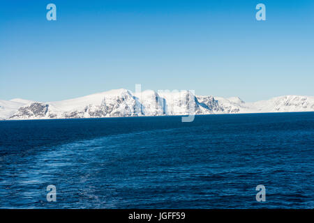 Coastal mountain scenery, seen from a Hurtigruten Coastal Express cruise ship near Hammerfest, northern Norway. - Stock Image