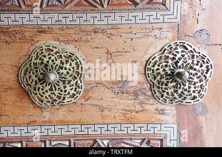 Door detail of Suleymaniye Mosque (Suleymaniye Camisi) in Istanbul, Turkey - Stock Image
