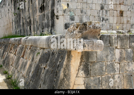 Serpent's Head at the Great Ballcourt, Juego Pelota, Chichen Itza, Yucatan Peninsular, Mexico - Stock Image