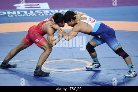 (190423) -- XI'AN, April 23, 2019 (Xinhua) -- Bahman Mohammad Teymouri (L) of Iran competes with Parveen Rana of India during the 79KG match at 2019 Asian Wrestling Championship in Xi'an, capital city of northwest China's Shaanxi Province on April 23, 2019. (Xinhua/Li Yibo) - Stock Image