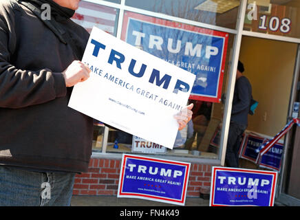 Man holding TRUMP sign outside Donald Trump's campaign office in Fayetteville, North Carolina. - Stock Image
