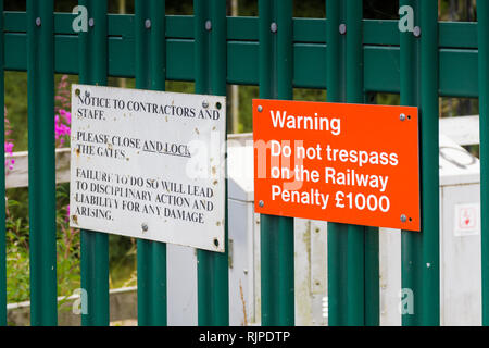 Do not trespass on the railway warning sign on an access gate on Flag Lane, Penwortham, near Preston. The gate provides vehicle access to the railway. - Stock Image