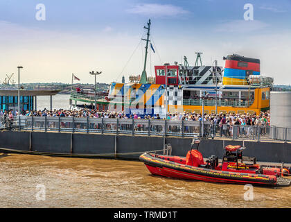 Ferry cross the Mersey in Liverpool Harbour. - Stock Image