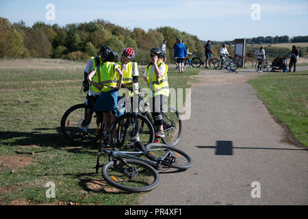 Rutland, UK. 29th September 2018. Cyclist circle Rutland Water as part of the TwentyTwenty charty cycle event. Autumn colours in the trees. Credit: Thomas Faull/Alamy Live News - Stock Image