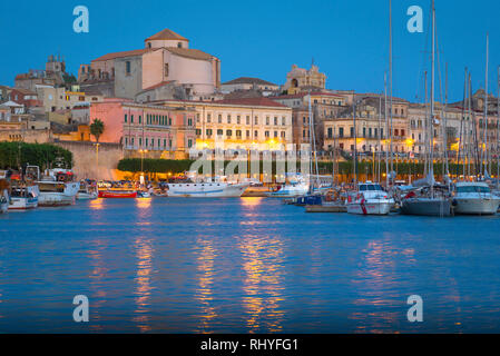 Syracuse Sicily, summer evening view of the harbour in Ortigia, Syracuse (Siracusa), Sicily. - Stock Image