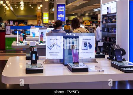 DUBAI, UAE - FEBRUARY 25, 2019: Samsung Galaxy S10 smartphone in Samsung store in Dubai Mall - Stock Image