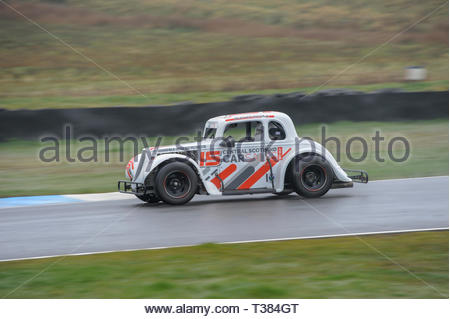 Dunfermline, Scotland, UK. 7th April, 2019.  15 Steven McGill into the Chicane during a Scottish Legends Championship race at Knockhill Circuit. During a wet and misty opening round of the Scottish Championship Car Racing season organised by the SMRC (Scottish Motor Racing Club) at Knockhill. Credit: Roger Gaisford/Alamy Live News - Stock Image