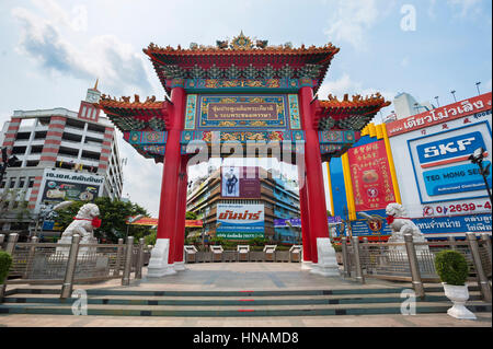 Chinese arch at the Odeon Circle in Chinatown, Bangkok, Thailand - Stock Image