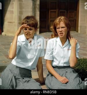 THE TROUBLE WITH ANGELS, JUNE HARDING , HAYLEY MILLS, 1966 - Stock Image