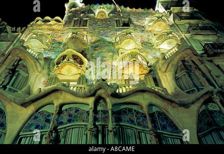 Barcelona Passeig de Gracia Casa Batllo by Antonio Gaudi Facade at night - Stock Image