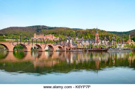 Germany, Baden-Württemberg, Heidelberg. Alte Brucke (old bridge) and buildings in the Altstadt old town on the Neckar River. - Stock Image