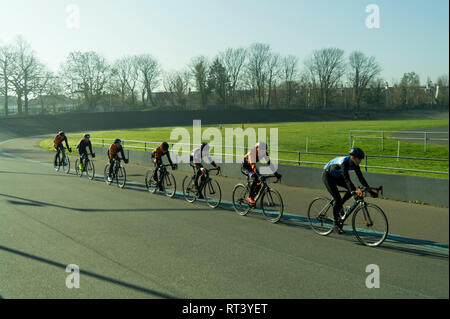 Track cyclists at Herne Hill velodrome, London, UK - Stock Image