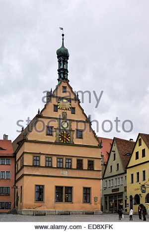 Tourists gather by Hotel Goldenes Lamm and Ehemaliges Ratstrinkstube, Marktplatz of Rothenburg ob der Tauber, Bavaria, - Stock Image