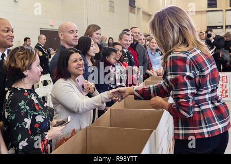 U.S. First Lady Melania Trump greets volunteers during a Toys for Tots Christmas Event at Joint Base Anacostia-Bolling December 11, 2018 in Washington, DC. Toys for Tots is a Marine Corps Program that collects new unwrapped toys and distribute those toys to less fortunate children at Christmas. - Stock Image
