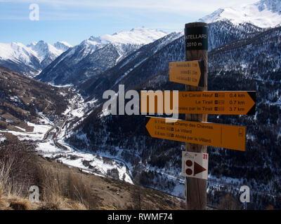 Signpost on the GR58, near Abries, Parc regional de Queyras, France - Stock Image