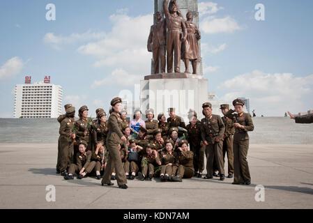 Rassemblement militaire pour une photo de groupe à la tour du Juché à Pyongyang le 9 octobre 2012. - Stock Image