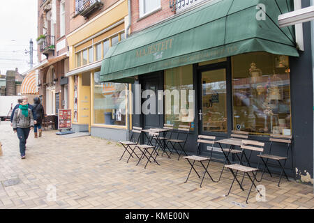 Exterior of Majesteit Taart, a bakery in the Javastraat in Amsterdam, The Netherlands - Stock Image