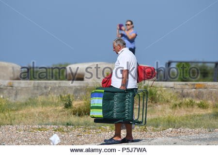 Littlehampton, UK. Wednesday 27th June 2018. A man arrives at the seaside on another very warm and sunny morning in Littlehampton, on the South Coast. Credit: Geoff Smith / Alamy Live News. - Stock Image