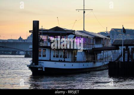 The Yacht London floating bar & Restaurant, Temple Pier, London, England, UK - Stock Image