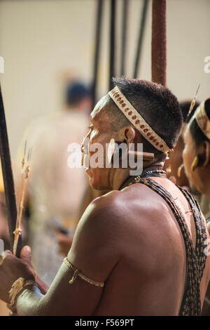 Palmas, Brazil. 27th Oct, 2015. A Matis indigenous contestant from Brazil relaxes between events during the International - Stock Image
