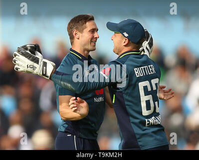 England's Chris Woakes (left) celebrates with Jos Buttler after taking the wicket of Pakistan's Imad Wasim during the One Day International match at Emerald Headingley, Leeds. - Stock Image