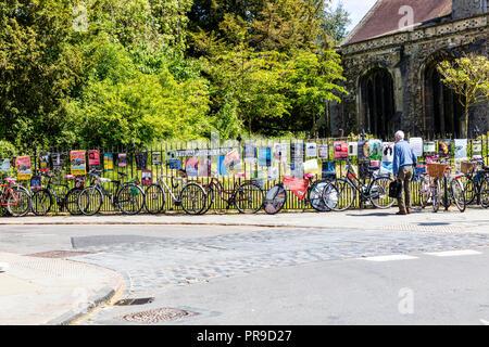 Cambridge push bikes, push bikes parked, Cambridge bicycles, bikes chained to fence, push bikes locked, Cambridge, bicycles, push bikes, bikes, UK - Stock Image