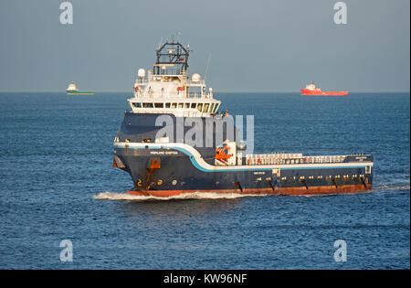 North Sea Offshore Supply Vessel Highland Chieften approaching the entrance to Aberdeen Harbour. - Stock Image