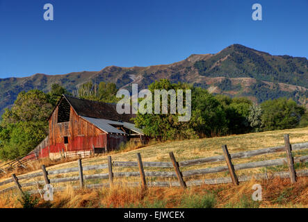 Mendon Barn At Sunrise Beneath The Wellsville Mountains - Utah - Stock Image