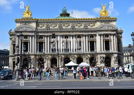 Opera Garnier crowded with people. Le Marais Quarter. Paris, France, 15 Aug 2018. - Stock Image