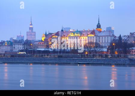 Old Town and river Vistula at night in Warsaw, Poland. - Stock Image