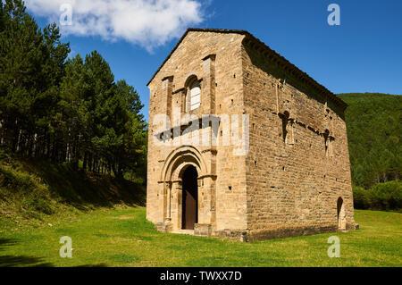 Exterior view of XI century romanesque church and monastery of Santa María de Iguácel in Garcipollera valley (Larrosa, Huesca, Aragón, Pyrenees,Spain) - Stock Image
