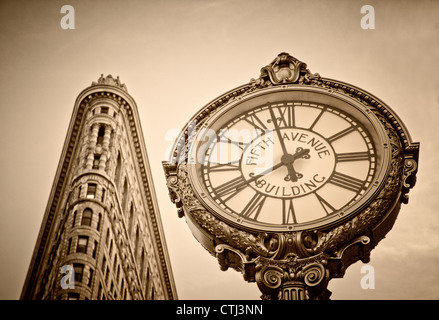 Flatiron building, 5th Avenue Clock, Sepia, New York - Stock Image