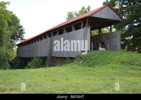 Old Town Covered Bridge in Greenup County Kentucky across the Little Sandy River - Stock Image