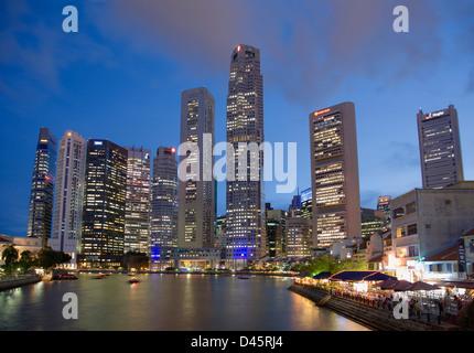 Singapore skyline and the Singapore River during dusk, Singapore - Stock Image