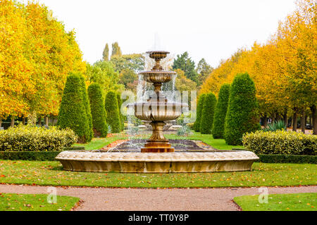 Peaceful scenery with fountain in the Regent's Park of London - Stock Image