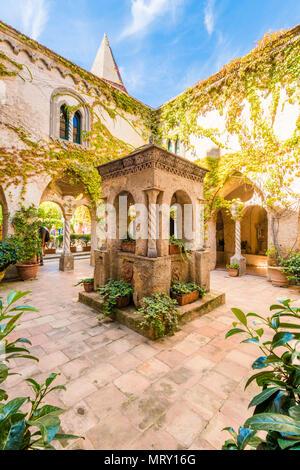 Ravello, Amalfi coast, Salerno, Campania, Italy. The cloister of villa Cimbrone - Stock Image