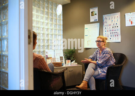Cleveland, Ohio, USA. 30th Sep, 2013. Anne Tyler (R) a patient advocate at preterm in Cleveland, Ohio talks with - Stock Image