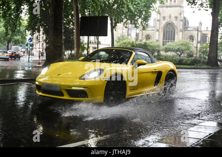 London, UK. 9th August, 2017. A motorist drives into a large puddle in Paddington, London as heavy rainfalls hit London, UK. Credit: Ben Furst/Alamy Live News. - Stock Image