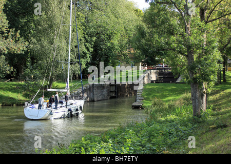 Sailing boat enters into a lock of the Göta Canal in Sweden - Stock Image