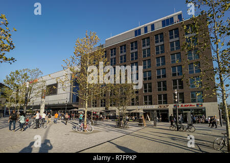 The Mercesdes Benz Platz, Mercedes Benz Arena, New complex with Verti Music Hall, Restaurants, Mulitplex Cinema, Shopping Mall, Friedrichshain, Berlin - Stock Image
