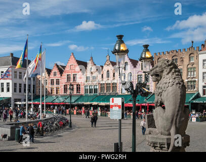 Street scene in market square (Markt) featuring traditional architecture in the medieval city of Bruges, West Flanders, Belgium - Stock Image