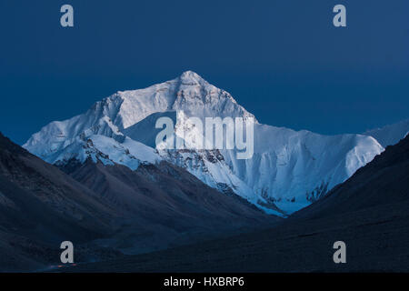 The north face of the Mount Everest at blue hour - Stock Image