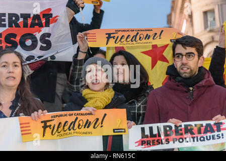 London, UK. 16th February 2019. Catalan campaigners gather at Piccadilly Circus to protest against the show trail taking place in Spain of Catalan leaders. They say that innocent people are being held in jail and subjected to trial on fake charges of violence. Peter Marshall/Alamy Live News - Stock Image