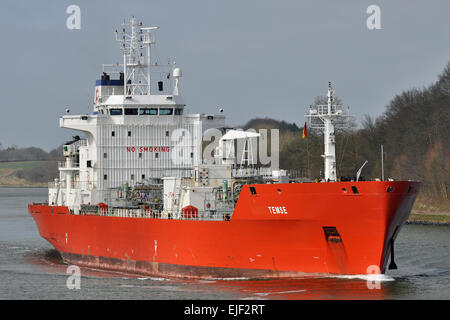 Gas tanker Temse passing the Kiel-Canal - Stock Image