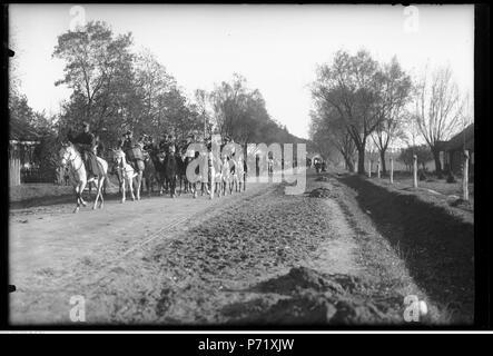 57 Narcyz Witczak-Witaczyński - Bieg podoficerski św. Huberta z udziałem podoficerów 1 Pułku Strzelców Konnych (107-754-5) - Stock Image