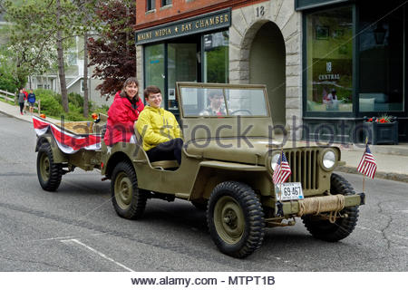 Vintage Jeep in Memorial Day parade. - Stock Image