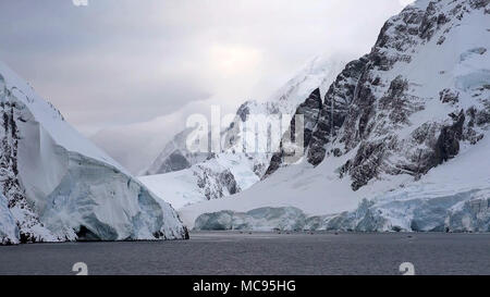 Ice bergs create natural beauty in Antarctica - Stock Image