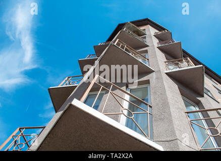 new modern residential building with bright blue sky on sunny day - Stock Image
